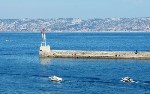Marseille, on the edge of the Mediterranean, offers an ideal setting for the organization of seminars