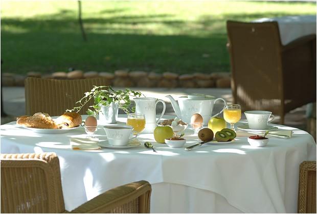 Hostellerie La Magnaneraie colazione terrazza