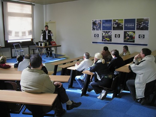 more space marcoussis Circuit conference room