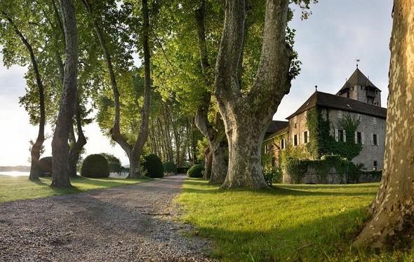 Coudrée castle - exterior of the place