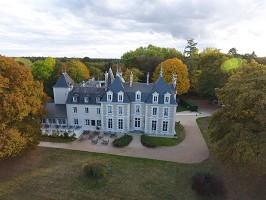 Chateau du Breuil nel suo verde