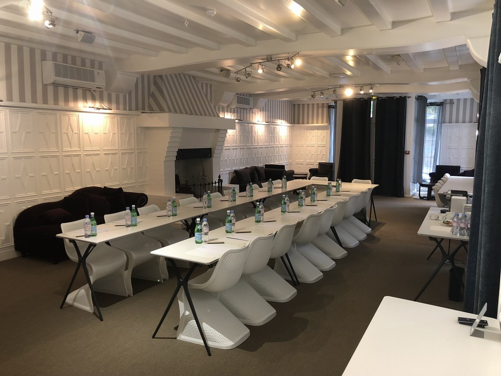 The pleiades hotel spa restaurant - sala de la galería