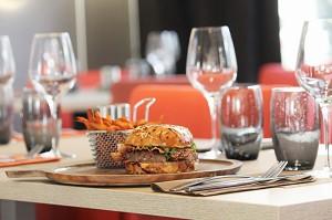 Limousine burger, sweet potato fries