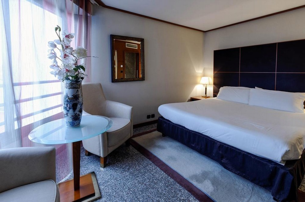 H 244 Tel Goldstar Resort Salle S 233 Minaire Nice 06