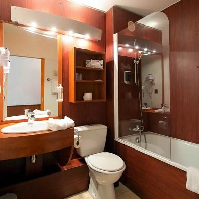 Brit hôtel bordeaux aéroport le soretel - salle de bain
