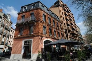 Le Cousture - Hotel Front **