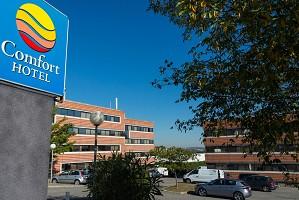 Comfort Hotel Toulouse Sud - Exterior view parking - Hôtel Comfort Toulouse Sud