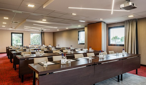 Holiday Inn toulouse airport - sala de reuniones en el aula