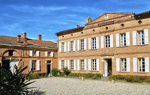 Château de Mauvaisin - Cortile d'ingresso