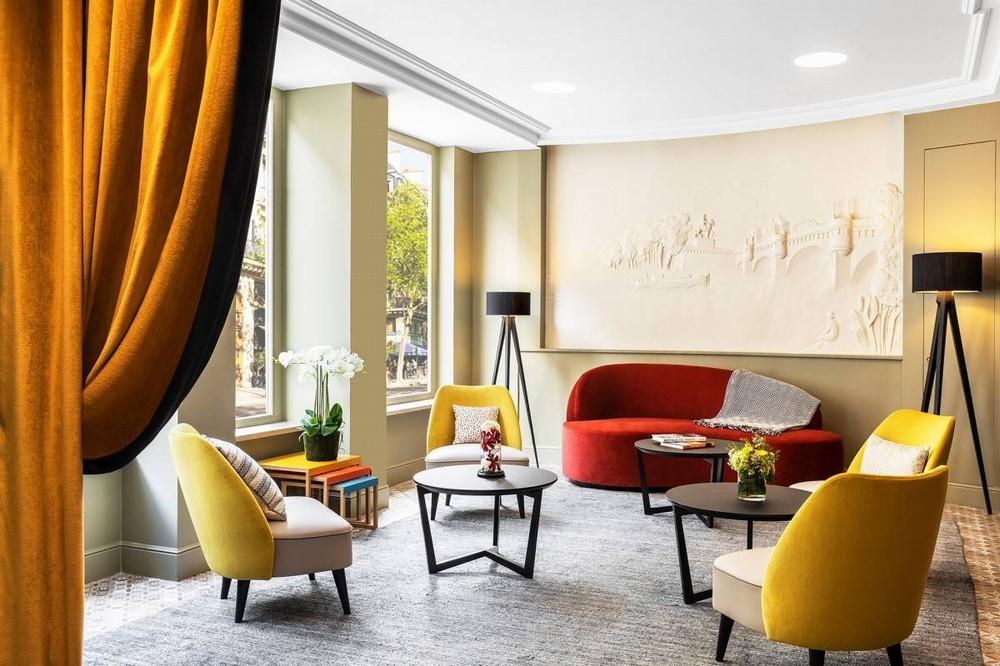 Hotel Dukes of Burgundy - salón