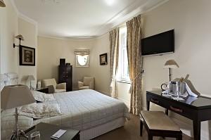 Chateau hotel accommodation clery Najeti