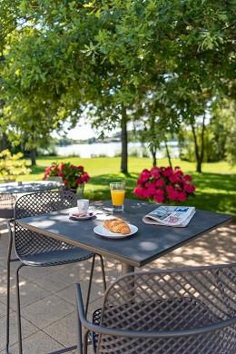 Best western hotel du lac dunkirk - outdoor terrace