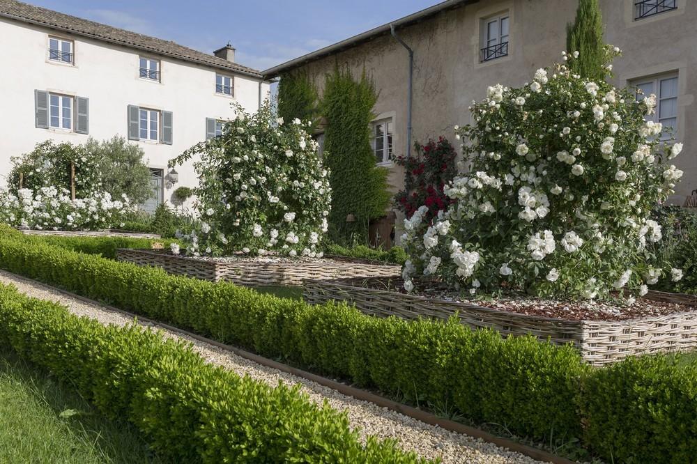 Domaine morgon la javernière - formal garden