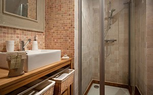 Cargar baño de baño de razines