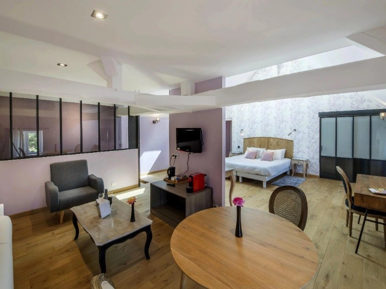 Hotel with houses - suite