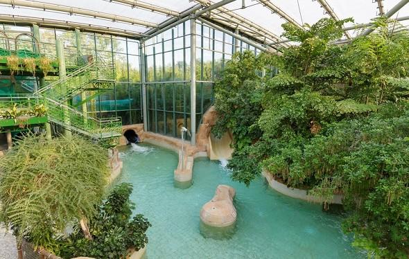 Domaine du lac d'ailette - indoor pool