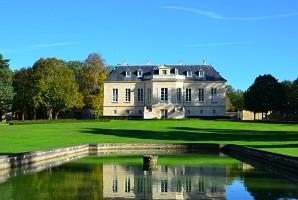 Château la Louvière - Exterior