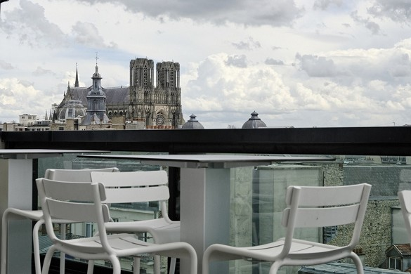 Holiday Inn reims centre - terraza de la planta 7 con vista a la catedral