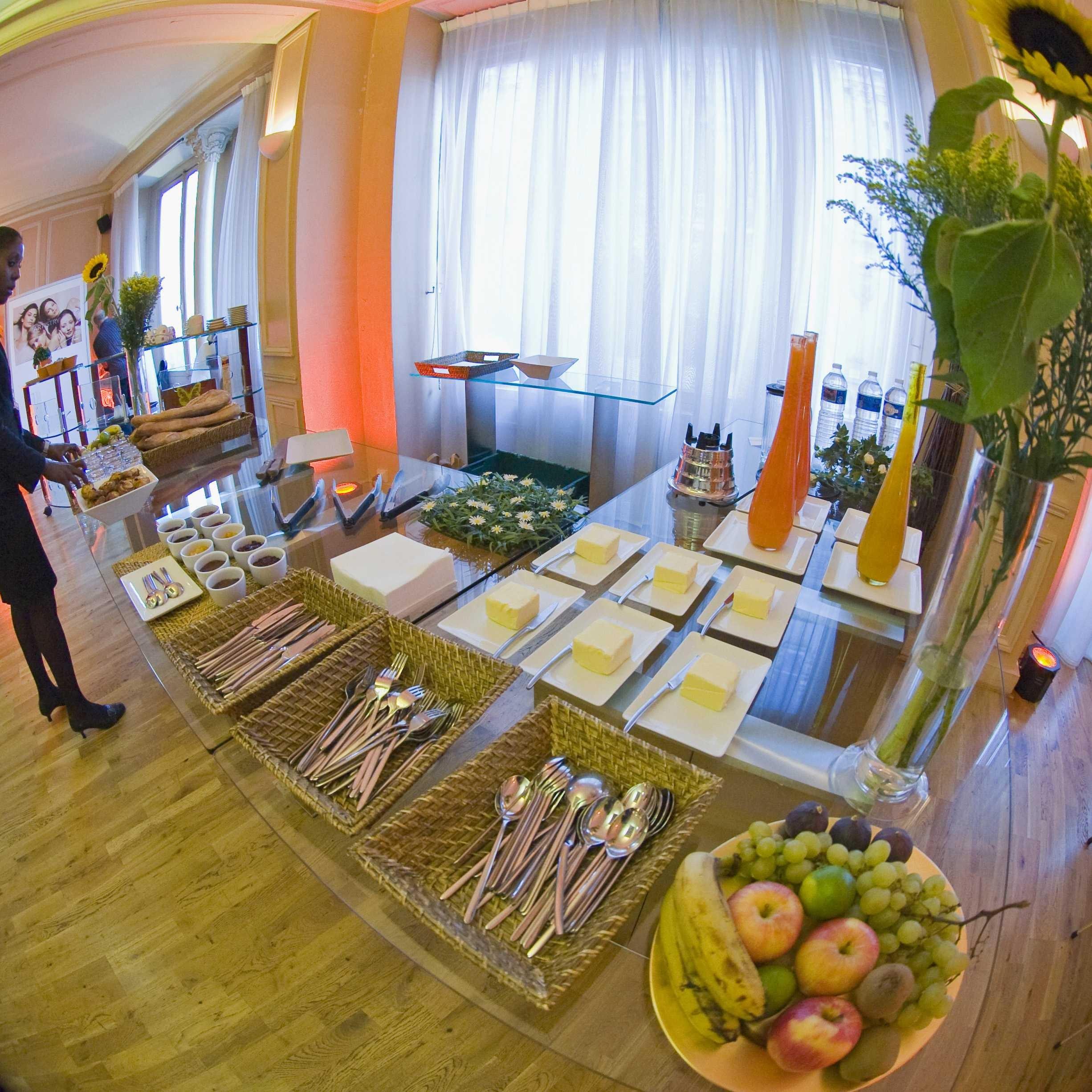 Red Carpet - 1 lounge