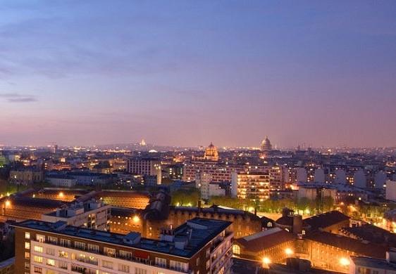 Centro congressi dell'hotel Paris Marriott sulla riva sinistra - camera con vista su Parigi