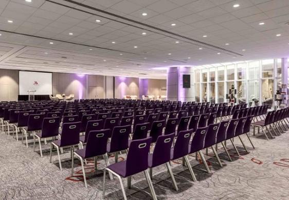 Centro congressi dell'hotel Paris Marriott sulla sinistra - Forum riunioni