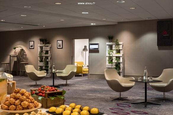 Paris marriott verließ Bankhotelkonferenzmitte - Studio