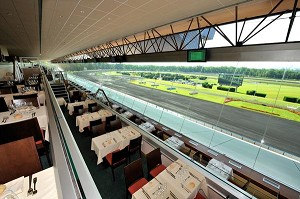 Restaurants Panoramic Hippodrome Paris-Vincennes - View on the track