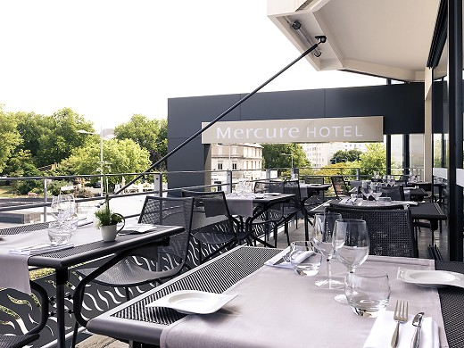 Mercure La Rochelle Old South Port - terrace overlooking the old port