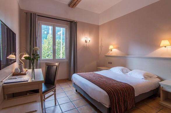Hotel artea aix center - room