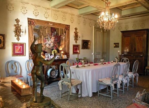 Château de pouget - reception lounge