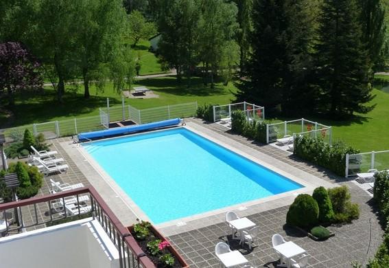 Domaine du revermont - piscina