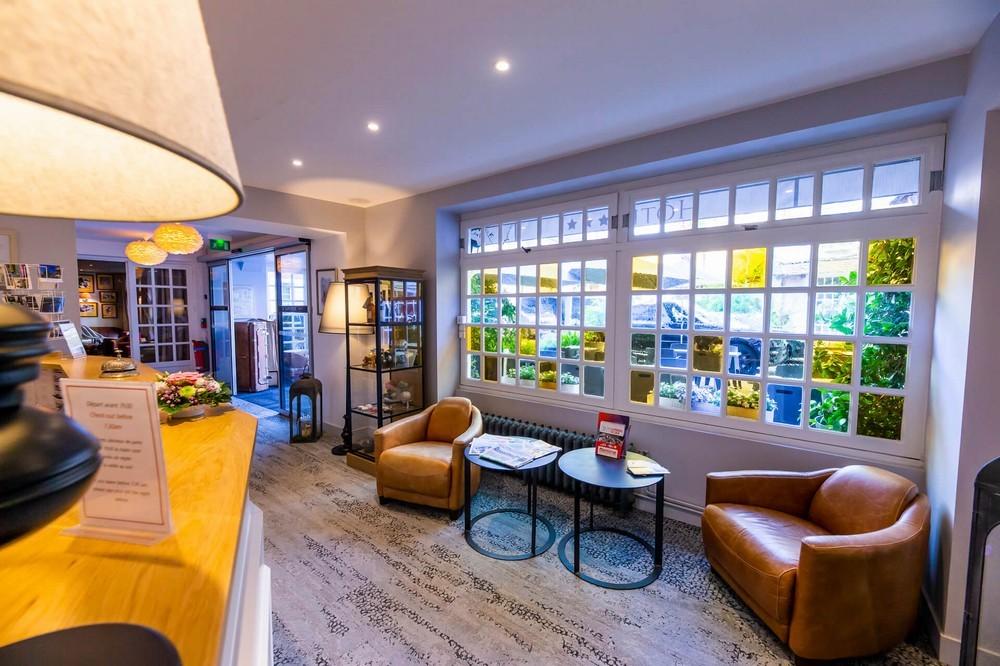 Hotel le lion d'or bayeux und sein restaurant der tisch des löwen - innenraum
