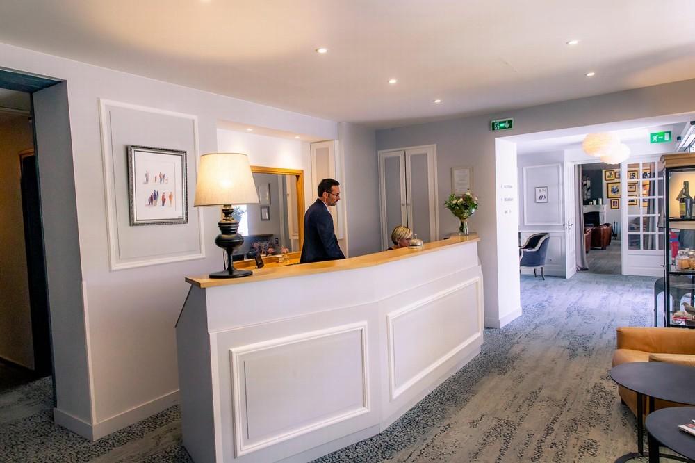 Hotel le lion d'or bayeux und sein restaurant der tisch des löwen - empfangs