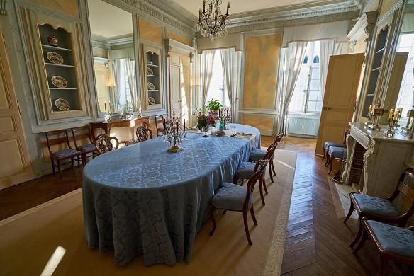 Château de vaulogé - dining room