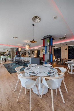 Novotel Avignon center - restaurant on the patio