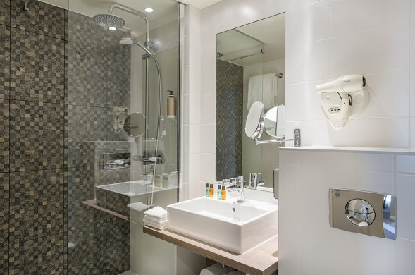 Best Western Plus Paris Hotel Saclay - Bathroom