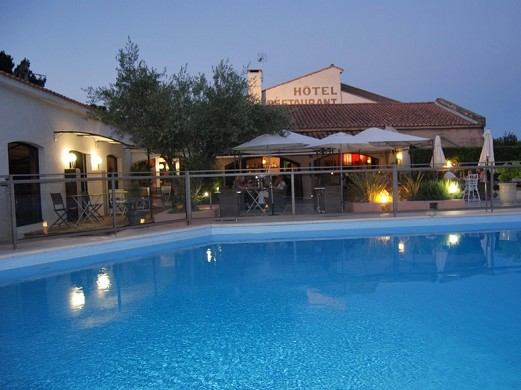 Les Aubuns Country Hotel - Pool