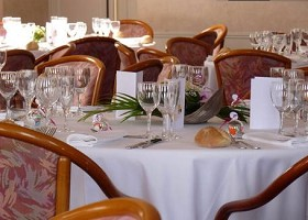 Le chateau de franqueville bizanos table