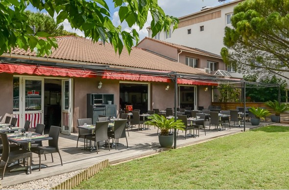 The originals city hotel le Relais d'Aubagne - terrace