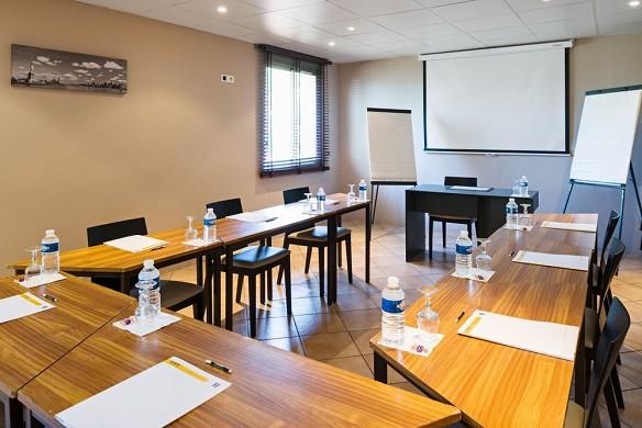 Le mas de l'etoile - meeting room