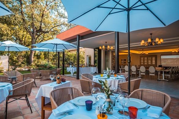 Cantemerle hotel restaurante y spa - terraza bastide