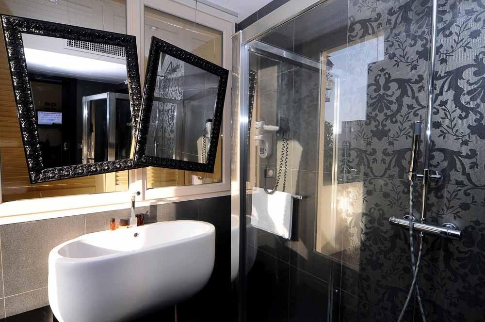 Hotel aeva - bathroom