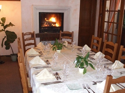Auberge de gicourt table
