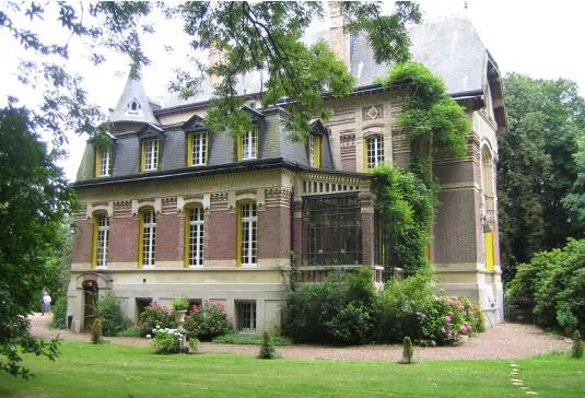 Chateau de moliens frontage