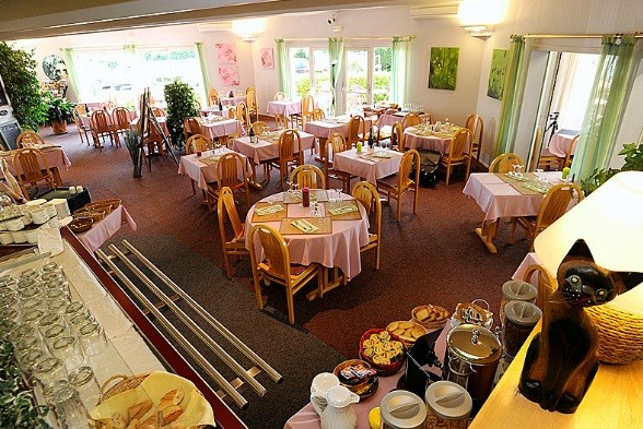 Hotel Restaurant Charme En Beaujolais Belleville