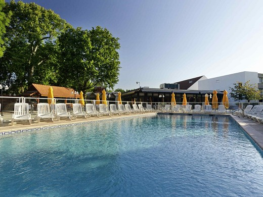 Novotel saclay - piscina all'aperto