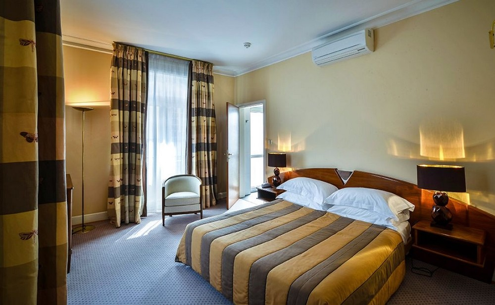 Red house hotel - room