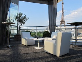 Terrace facing the Eiffel Tower
