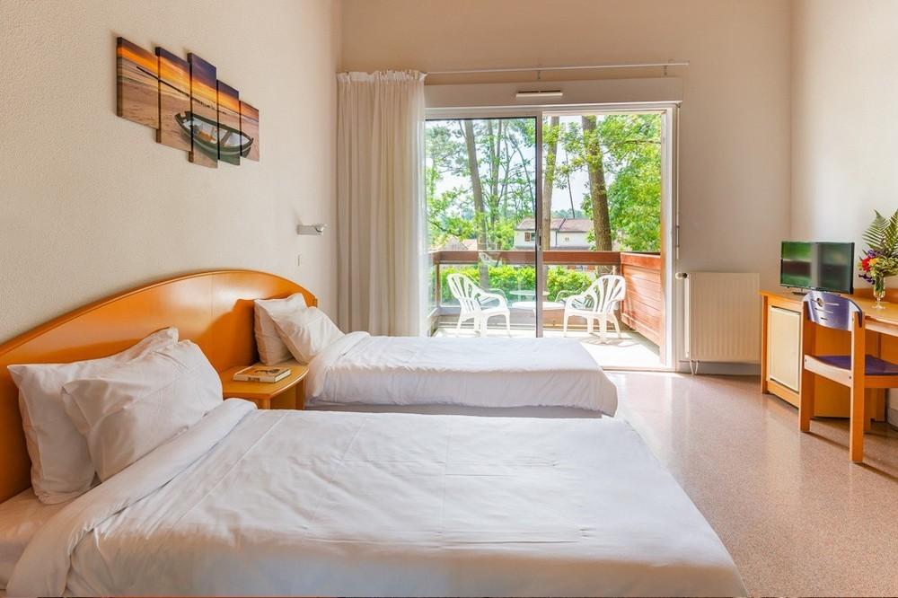 Azureva ronce-les-bains - bedroom