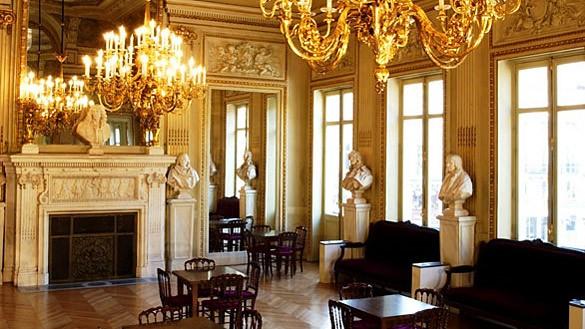 French comedy - pierre dux foyer
